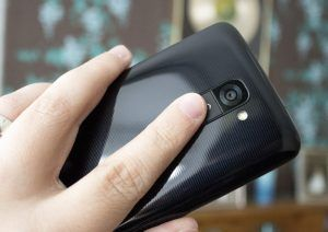 lg_g2_holding_buttons